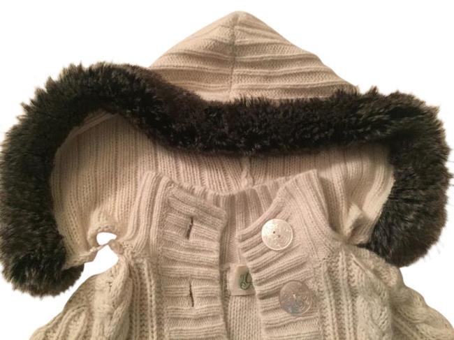 Preload https://item3.tradesy.com/images/guess-cream-and-brown-fur-cable-knit-with-rabbit-sweaterpullover-size-2-xs-5595472-0-2.jpg?width=400&height=650