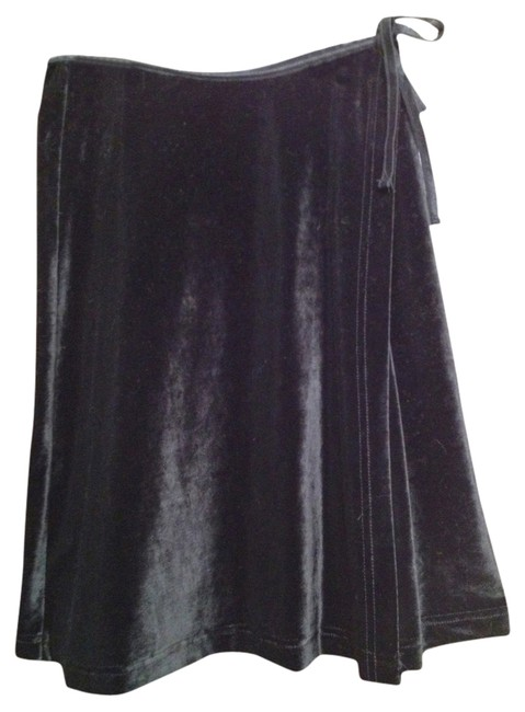 Preload https://item4.tradesy.com/images/the-limited-black-velvet-wrap-mini-size-2-xs-26-559898-0-0.jpg?width=400&height=650