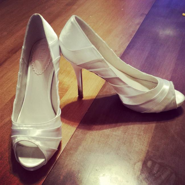 Item - White Pretty By Peep Ivory Heels Cheap Used. Pumps Size US 8