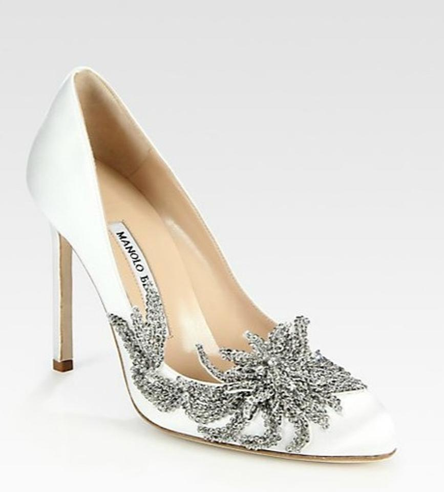 Join Sell Style Feed Editor's Picks Your Wants: www.tradesy.com/weddings/wedding-shoes/manolo-blahnik-swan-satin...