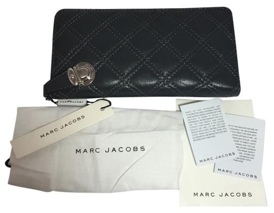 Preload https://item4.tradesy.com/images/marc-jacobs-dark-grey-quilted-the-deluxe-wallet-5610898-0-0.jpg?width=440&height=440