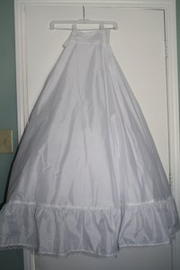 David's Bridal White Nylon Full Ball Gown Slip Style 795 Formal Wedding Dress Size 10 (M)