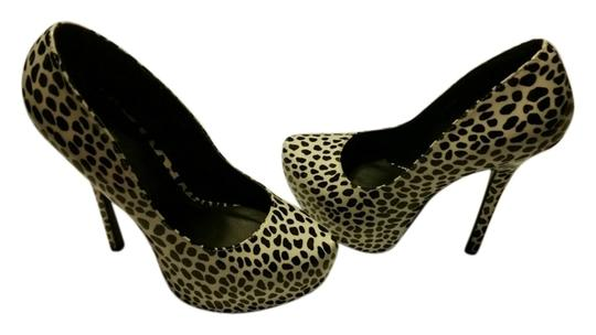 Preload https://item1.tradesy.com/images/charlotte-russe-white-and-black-leopard-spots-heel-pumps-size-us-8-regular-m-b-5612950-0-0.jpg?width=440&height=440