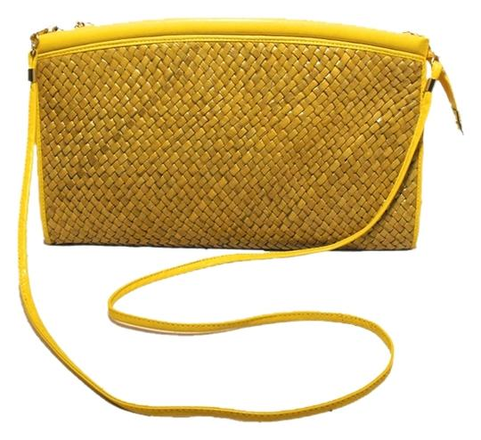 Preload https://img-static.tradesy.com/item/561369/susan-gail-woven-leather-clutch-c1970s-yellow-rattan-shoulder-bag-0-0-540-540.jpg