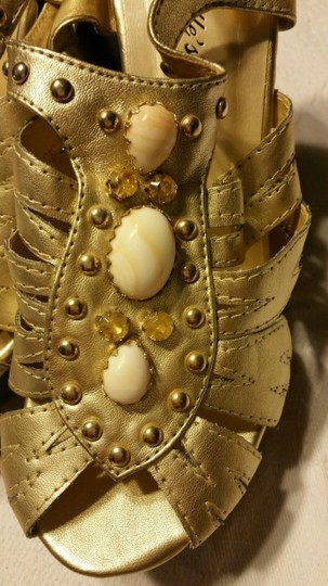 Breckelle's Gold with stones Pumps