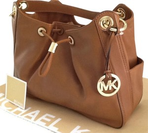 Michael Kors Ludlow Leather Large Lambskin Leather Shoulder Dust Tote in Luggage/Brown