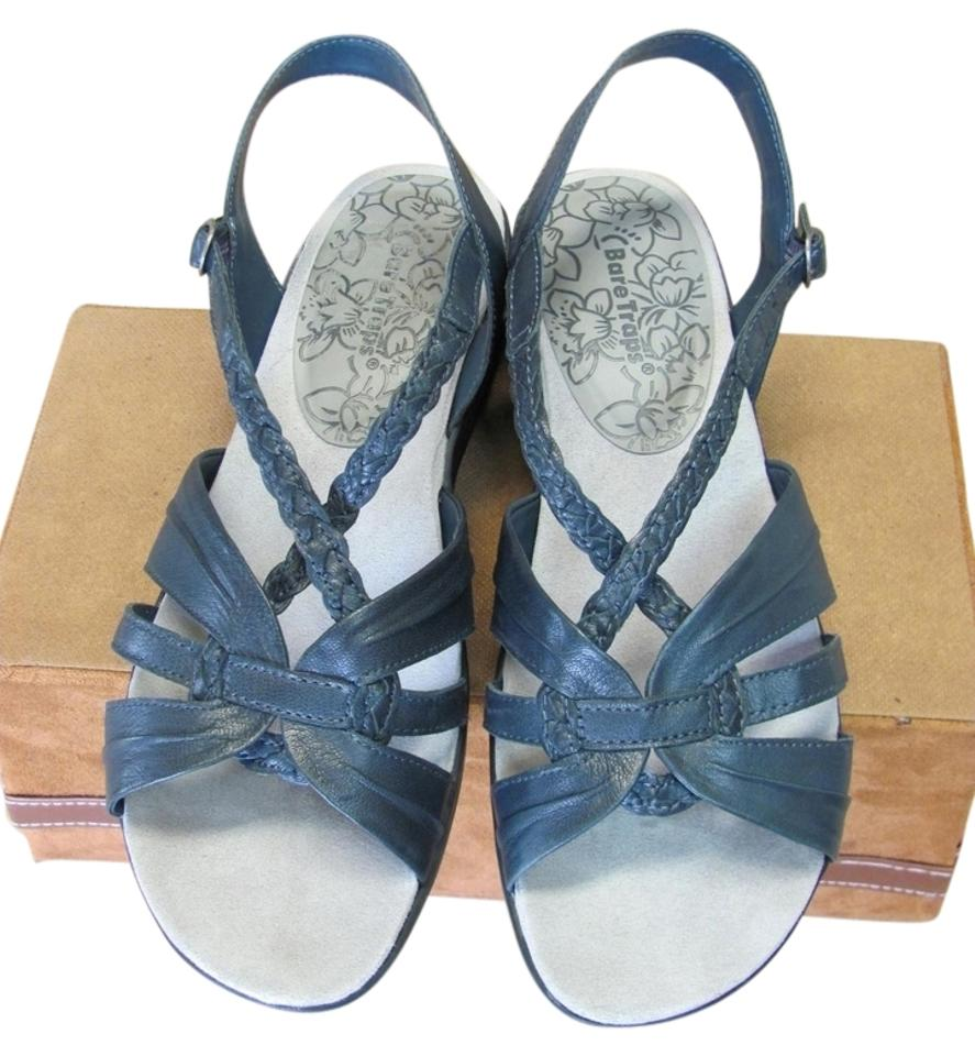 ef4ef6c98f41 Bear Traps Good Condition Leather Size 9.50 Wide Width Navy Sandals Image 0  ...