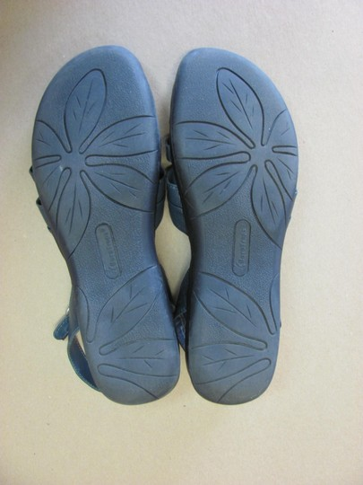 Bear Traps Good Condition Leather Size 9.50 Wide Width Navy Sandals