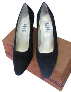 Nine West Very Good Condition Size 8.50 Width Narrow Black Pumps