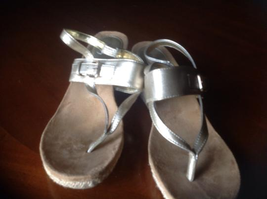 Style & Co Gray Like New Great Slight Heel Pewter Gold Sandals