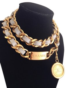 Chanel CHANEL GOLD PLATED CHAIN LINK WHITE LEATHER CC MEDALLION BELT / NECKLACE