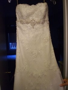 Maggie Sottero Ivory Lace Doreen Feminine Wedding Dress Size 6 (S)