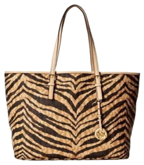Preload https://item4.tradesy.com/images/michael-kors-jet-set-travel-multifunction-saffiano-leather-tote-tiger-print-tote-5636968-0-0.jpg?width=440&height=440