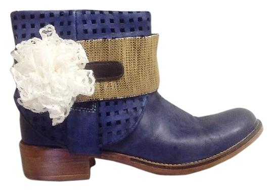 Preload https://item4.tradesy.com/images/ivory-burlap-and-brown-boot-5638423-0-3.jpg?width=440&height=440