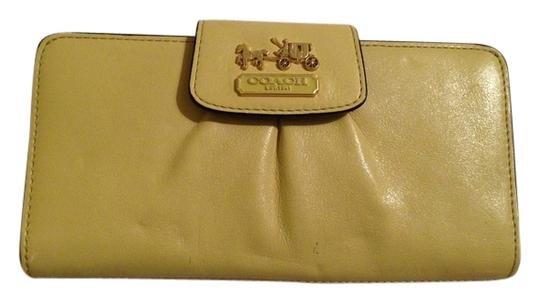 Preload https://item3.tradesy.com/images/coach-coach-madison-leather-slim-envelope-wallet-5639872-0-0.jpg?width=440&height=440
