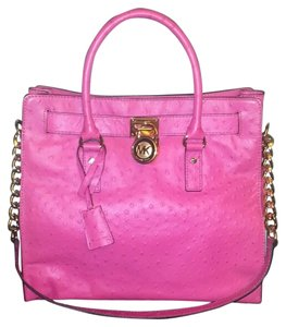 Michael Kors Tote in Ostrich embossed pink