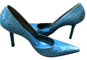 BCBG Paris light Blue Pumps