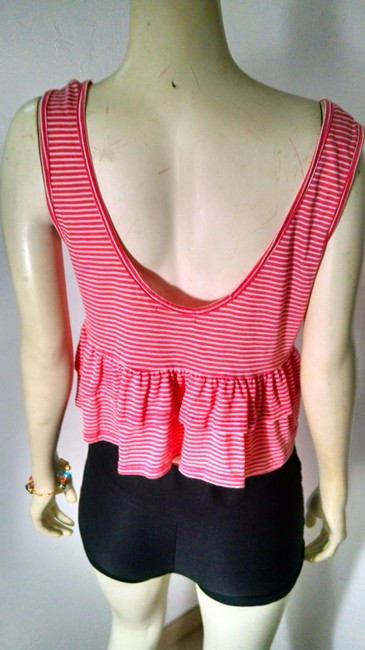 Ginger Cropped Size Medium Top pink striped