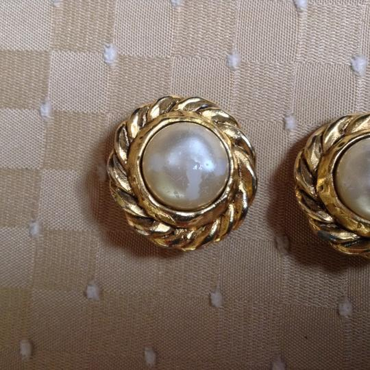 Chanel CHANEL VINTAGE CC LOGOS IMITATION PEARL EARRINGS CLIP-ON