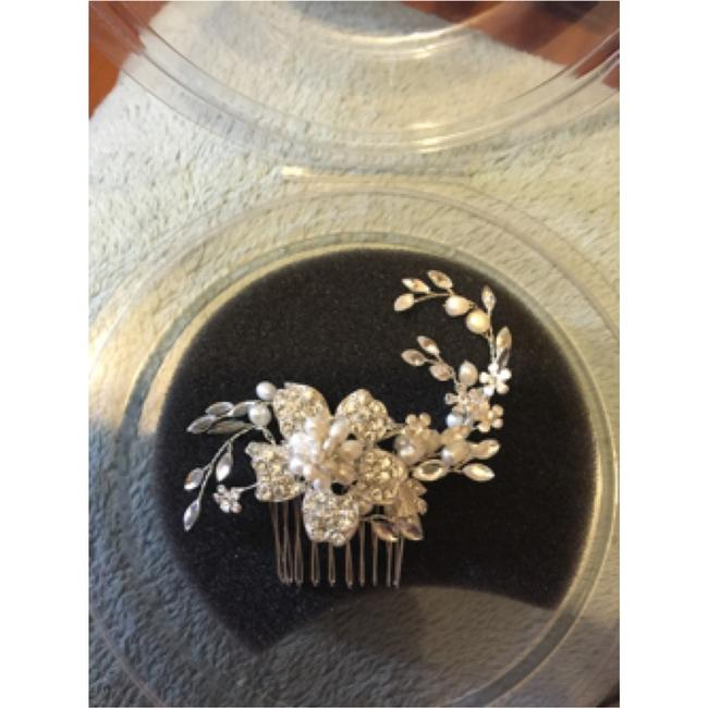 Item - Silver and Ivory Hair Accessory