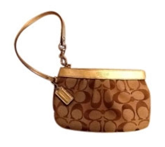 Preload https://item2.tradesy.com/images/coach-signature-collection-khaki-gold-classic-woven-jacquard-fabric-wristlet-5651-0-0.jpg?width=440&height=440