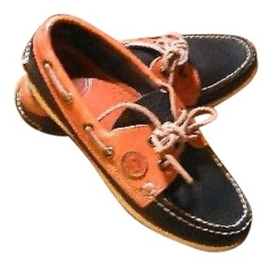 Dooney & Bourke Oxford Navy/Brown Flats