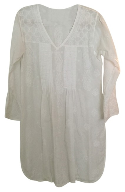 Preload https://item5.tradesy.com/images/white-cover-upsarong-size-8-m-5654134-0-0.jpg?width=400&height=650