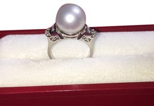 Mother pearl 18K with genuine diamond ring