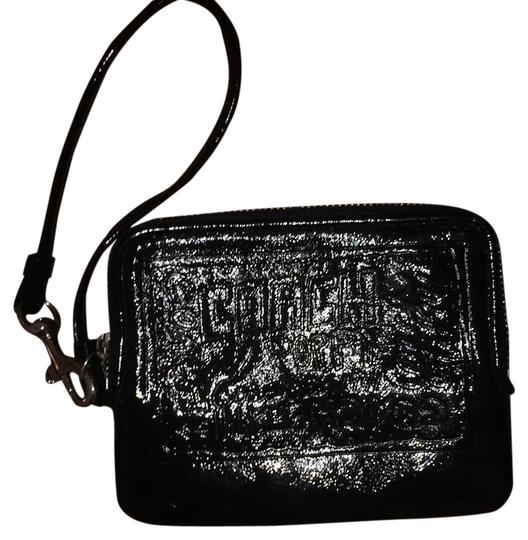 Preload https://item3.tradesy.com/images/coach-black-patent-leather-clutch-5655097-0-0.jpg?width=440&height=440