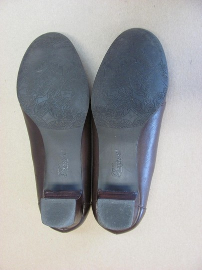 Trotters Very Good Condition Leather Reptile Design Size 7.50 M Brown Pumps