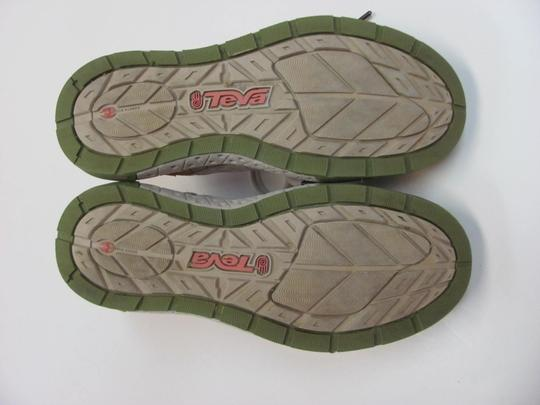 Teva Good Condition Size 8.00 M Neutral, Green, Pink Athletic