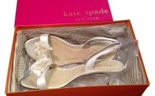 Preload https://item4.tradesy.com/images/kate-spade-ivory-formal-shoes-size-us-8-5663-0-0.jpg?width=440&height=440