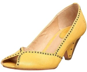 Frye Peep Toe Studded Kitten Kitten Heel Leather yellow Pumps