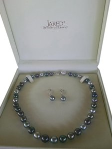 Jared Tahitian Pearl Necklace and Earrings set