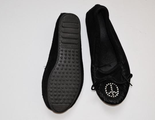 Minnetonka Retro Fringe Peace Studded Black Flats