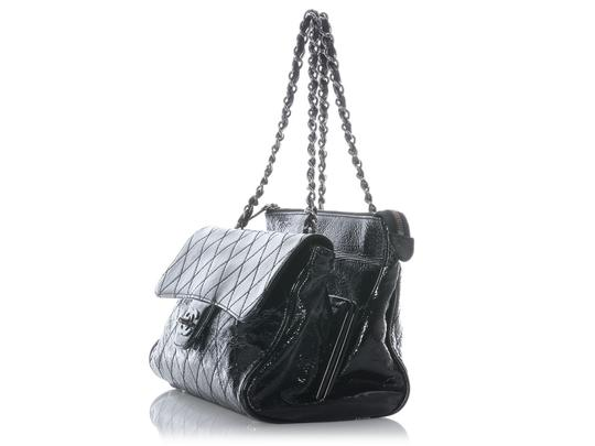 Chanel Patent Leather Ch.j0420.08 Quilted Ruthenium Shoulder Bag