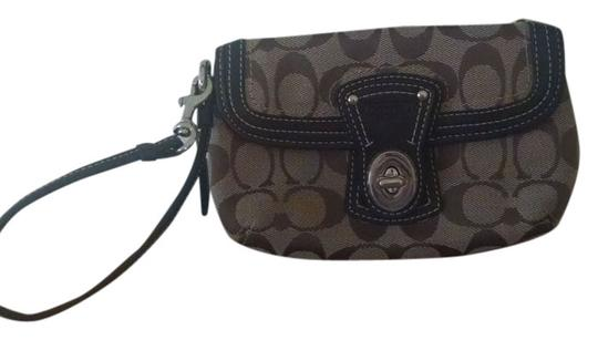 Preload https://item2.tradesy.com/images/coach-wristlet-5675041-0-0.jpg?width=440&height=440