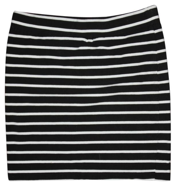 Preload https://item5.tradesy.com/images/forever-21-black-and-white-night-out-miniskirt-size-8-m-29-30-5675674-0-0.jpg?width=400&height=650