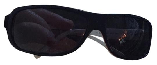 Preload https://item5.tradesy.com/images/tommy-hilfiger-sunglasses-5681479-0-0.jpg?width=440&height=440