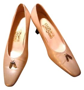 Salvatore Ferragamo Heels Gold Pumps