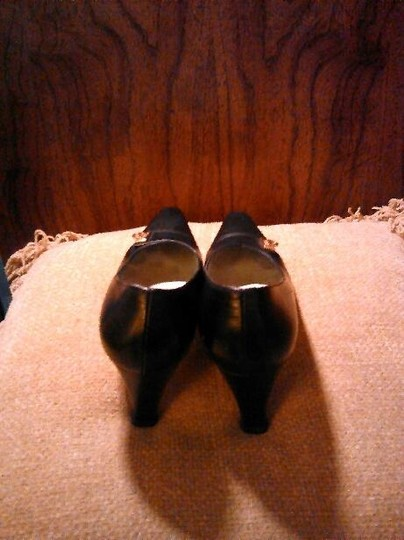 Salvatore Ferragamo Leather Heels Black Pumps