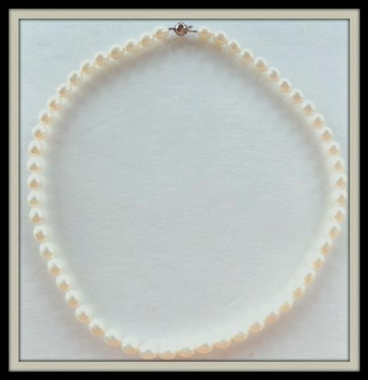 Cream Elegant Ivory Freahwater Pearl Necklace