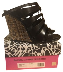 Diane von Furstenberg Black with print wedge Wedges