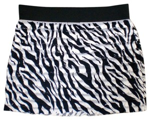 Hot Tempered Mini Skirt black and white