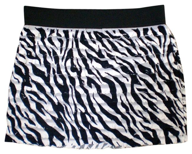 Preload https://item4.tradesy.com/images/hot-tempered-miniskirt-black-and-white-5710333-0-0.jpg?width=400&height=650