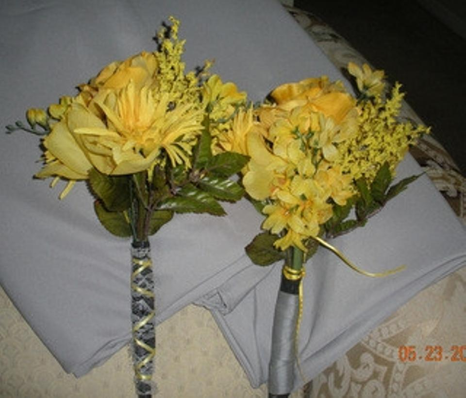 Yellow bridesmaids flowers tradesy yellow bridesmaids flowers mightylinksfo