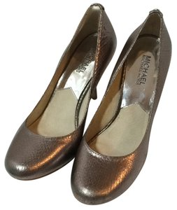 Michael Kors Pewter Pumps