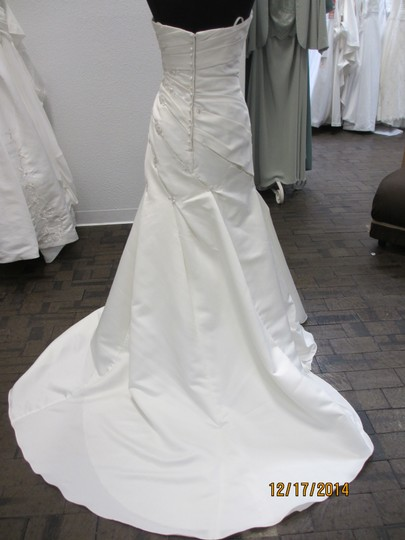 1017 (129l) Wedding Dress