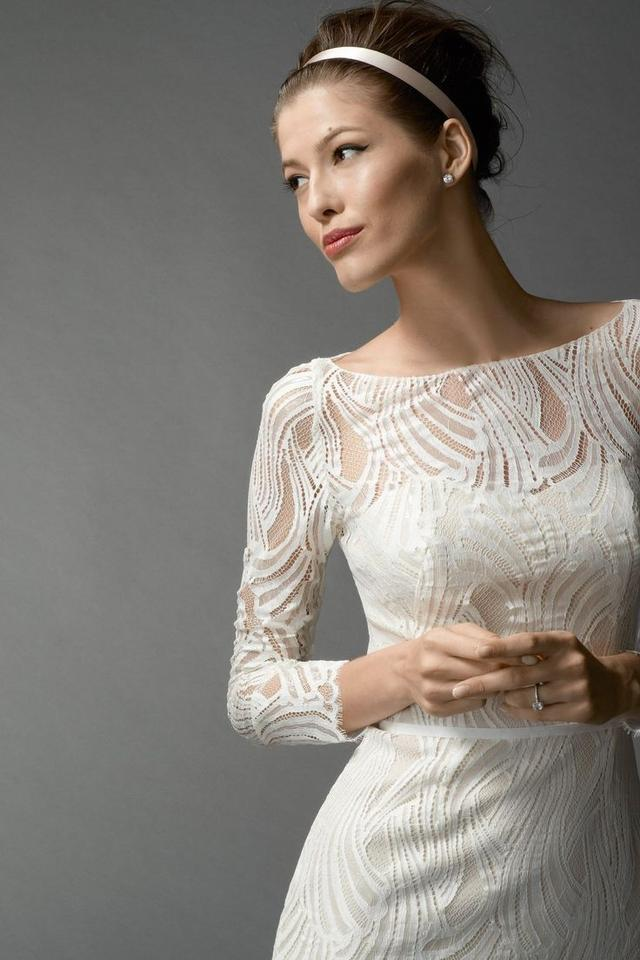 Encore Ivory Lace 7200 Currant Casual Wedding Dress Size 8 M