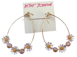 Betsey Johnson Betsey Johnson Gold Tone Daisy Drop Earrings for pierced ears